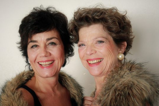 2 Ladies in Show